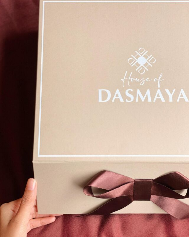 Everything is prettier with a bow on it @house_of_dasmaya with #dabbafactory 📦  - - -  #giftboxes #userboxes #packagingdesign #packagingexperts #indianstartups  #packingtips #packagingtool #websitetool #giftboxes #innovation #customisedgifts #customised #makeyourbox #userboxes #boxesonboxes #giftsforalloccasions #brandingdesign #jewelry #jewelrybox #boxes
