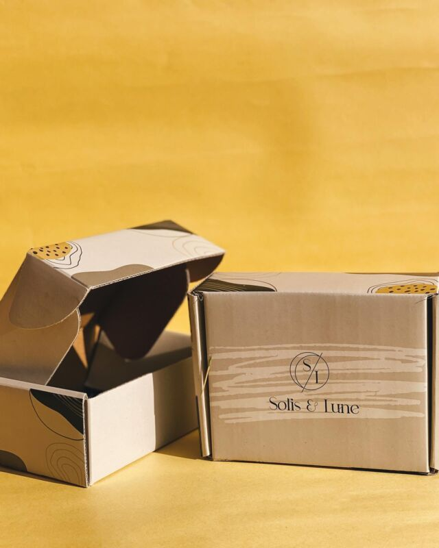 A special place in our heart for great design and fresh packaging only with #dabbafactory 💛 - - -  #packagingdesign #packingtips #packagingtool #websitetool #giftboxes #innovation #customisedgifts #customised #makeyourbox #userboxes #boxesonboxes #giftsforalloccasions #brandingdesign